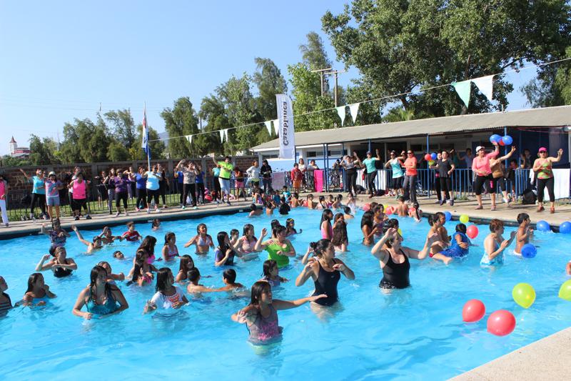 zumba y piscina en lanzamiento de talleres de verano del